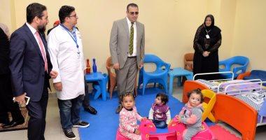 رئيس جامعة المنصورة يتفقد مشروع علاج الأطفال من فيرس سى بالمستشفى الجامعى