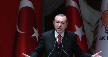 فيديو.. حرس أردوغان يعتدى بالضرب على سيدة لمحاولتها تقديم شكوى له