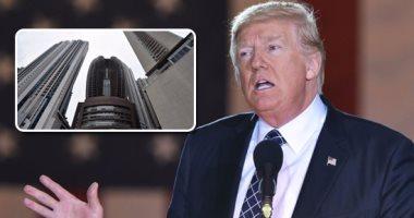 """رئيس بلدية نيويورك يشارك في كتابة عبارة """"حياة السود مهمة"""" أمام برج ترامب"""