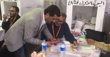 مصطفى عبد الخالق يدلى بصوته فى انتخابات الزمالك
