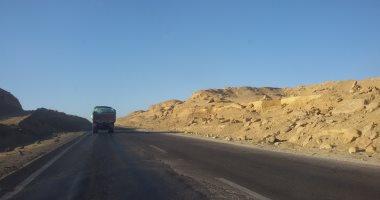 المرور يعيد فتح 7 طرق صحراوية بمحافظات أسوان وقنا والأقصر بعد تحسن الرؤية