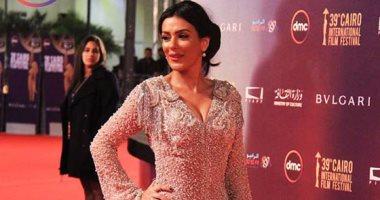 إنجى المقدم وليلى عز العرب يخالفان الزى الأسود بمهرجان القاهرة السينمائى