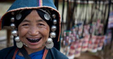 من ثقب الأذن الطويل لـ الأسنان السوداء.. تعرف على أغرب معايير الجمال حول العالم