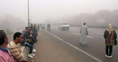 شبورة مائية تغطى سماء القاهرة والجيزة وارتباك بحركة المرور