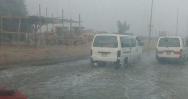 شكوى من غرق طريق الواحات بعد كسر ماسورة مياه