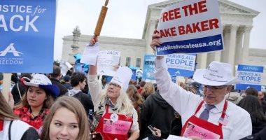 انقسام بالمحكمة العليا الأمريكية حول قضية خباز رفض صنع كعكة زفاف مثليين