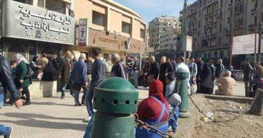 قارئ يرصد زحام المواطنين أمام صيدلية الإسعاف للحصول على البنسلين