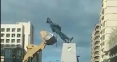 """فيديو.. كسر بتمثال """"عبد المنعم رياض"""" فى بورسعيد أثناء نقله لحديقة المسلة"""