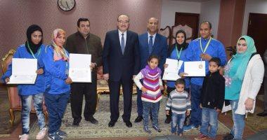محافظ بني سويف يكرم لاعبى منتخب مصر للكرة الطائرة جلوس
