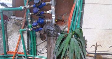 قارئة تشكو تسريب المياه من ماسورة عمومية مكسورة بحدائق القبة