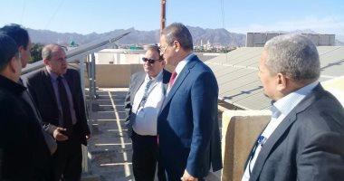نائب وزير الكهرباء يتفقد محطة الطاقة الشمسية فى شرم الشيخ