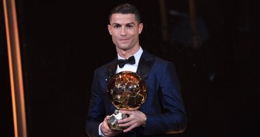 ماذا قال أساطير كرة القدم عن رونالدو فى ليلة تتويجه بالكرة الذهبية؟