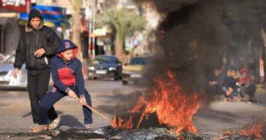 صور.. اندلاع مواجهات بين شبان فلسطينيين والجيش الإسرائيلى وسط الخليل
