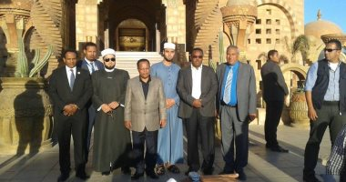 رئيس غينيا يتفقد مسجد الصحابة بشرم الشيخ ويشيد بالطراز المعمارى