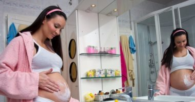 """دراسة مثيرة: """"الاسترتش مارك"""" تظهر على بطن الحوامل بسبب الجينات"""