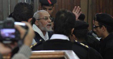 """17 محطة بمحاكمة بديع و738 آخرين بقضية """"اعتصام رابعة"""".. تعرف عليها"""