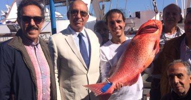 صور.. التبرع بأكبر سمكة بكأس مصر لصيد الأسماك كوجبات لطلاب المدارس