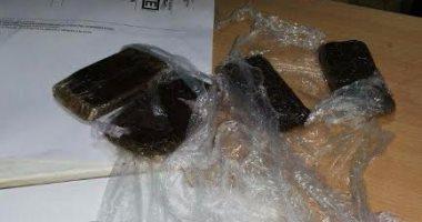 ضبط كمية من مخدر الحشيش بحوزة حلاق بالغردقة