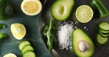 على الرغم من فوائدها.. ماذا يحدث لجسمك عند تناول الكثير من الأفوكادو؟