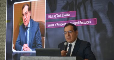 صور ..وزير البترول :  برنامج تطوير القطاع  تشارك فيه الفتيات والسيدات