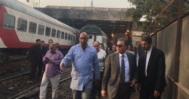 وزير النقل يفاجئ العاملين بمزلقانات خط منوف - قليوب للتأكد من ضوابط التشغيل