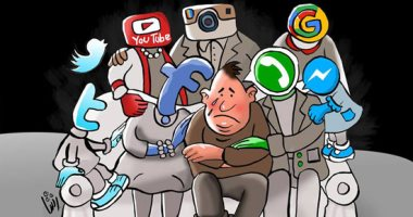السوشيال ميديا تكبل الشباب فى كاريكاتير اليوم السابع