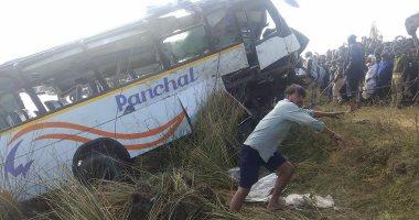 مصرع 13 شخصا وإصابة 13 آخرين إثر سقوط حافلة بواد فى الهند