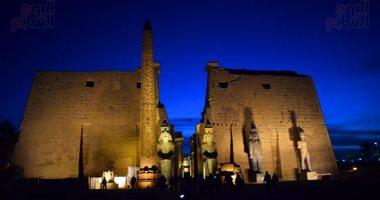 الآثار تتحدى وترمم أكبر تمثال لرمسيس الثانى لنقله إلى معبد الأقصر .. فيديو