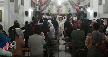 صور.. أقباط الأقصر يواصلون الاحتفال والصلاة بكنيسة العائلة المقدسة