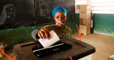 صور.. ناخبو ليبيريا يواصلون التصويت لليوم الثانى لانتخاب رئيس جديد