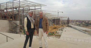 أول متبرع.. سائح أجنبى يقدم ألف دولار للمتحف المصرى الكبير