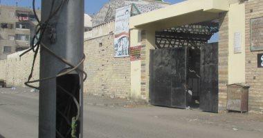 صور.. اضبط مخالفة.. أعمدة الموت بطريق مقابر بورسعيد تهدد حياة الأطفال