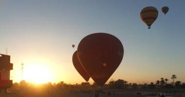 تحليق 21 رحلة بالون طائر على متنها 434 سائحا أجنبيا فى سماء الأقصر -