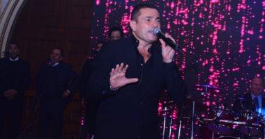 عمرو دياب يتألق فى حفل لدعم السياحة المصرية بحضور نجم ليفربول والمشاهير