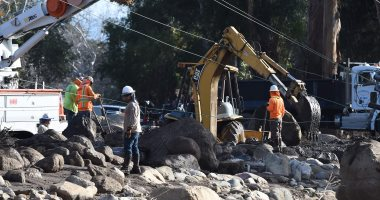كاليفورنيا تكثف البحث عن مفقودين بالانهيارات الطينية