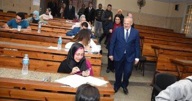 رئيس جامعة القاهرة: الالتزام بمواصفات الورقة الامتحانية قلل حالات الغش