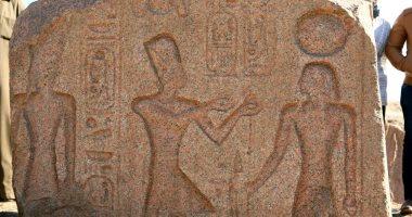 صور.. الآثار تعلن كشف لوحة أثرية فى منطقة صان الحجر بالشرقية