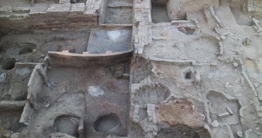 """صور.. كشفان أثريان بأسوان يضمان مبنى إداريا وأختاما تخص الفرعون """"جد كارع"""""""
