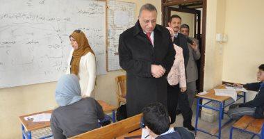 محافظ الجيزة يتفقد لجان امتحانات التيرم الأول للشهادة الإعدادية