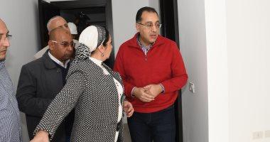صور.. وزير الإسكان يتفقد أول نموذج لتشطيبات منطقة الفيلات بالعاصمة الإدارية
