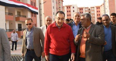 """وزير الإسكان يتفقد مشروع الإسكان الاجتماعى و""""دار مصر"""" بمدينة الشروق"""