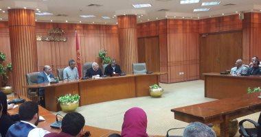 محافظ بورسعيد يناقش الخطة المستقبلية للجنة تقنين أوضاع الأراضى