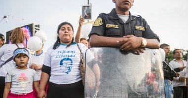 صور.. احتجاجات فى بيرو تنديدا بالعفو عن الرئيس السابق فوجيمورى