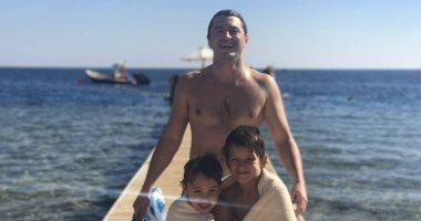مقدم برامج أوكرانى شهير يقضى إجازته بشرم الشيخ ويسوق للسياحة المصرية