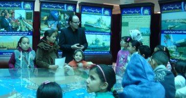 إقبال كبير من زوار المكتبة العامة على جناح ميناء دمياط