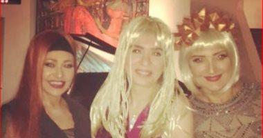 صور.. دينا تفضل الذهبى وليلى علوى الأحمر فى حفل باروكة بارتى