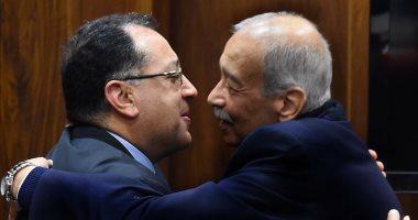 شريف إسماعيل يشكر وزير الإسكان على جهده كقائم بأعمال رئيس الوزراء