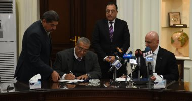 """وزير الإسكان يشهد توقيع مذكرة بين """"المجتمعات العمرانية"""" و""""ماريوت الدولية"""""""