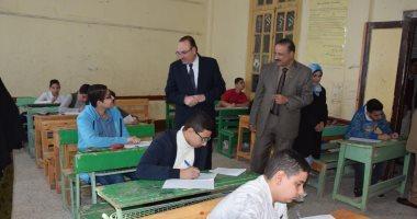 صور.. محافظ بنى سويف يتفقد امتحانات الفصل الدراسى الأول للإعدادية