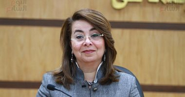 وزيرة التضامن تزور معرضا للمشغولات اليدوية بالإسماعيلية